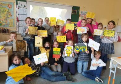 """4a klasėje nuvilnijo geltonoji banga. Palaikome grupę ,,The Roop"""" ir linkime sėkmės atstovaujant Lietuvą!"""